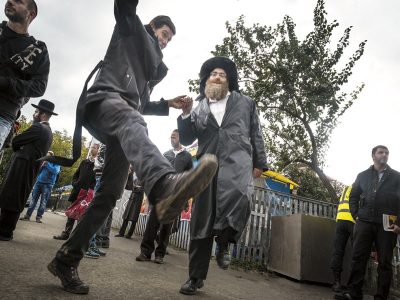 dancing jews in uman.jpg