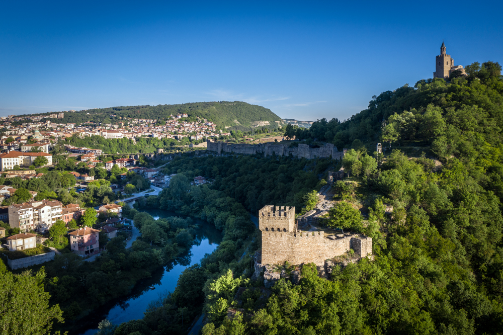 The so-called Baldwin Tower has the grim fame of being the prison of Baldwin I of Flanders, the first Westerner to rule in Constantinople after the Fourth Crusade took over Byzantium, in 1204. He ended up in Tarnovo after he lost a battle to Bulgarian King Kaloyan, in 1205. For some reason (sources disagree), the crusader enraged the Bulgarian to such an extent that he was maimed and thrown alive from the tower. He survived the fall and suffered for days before dying.  The Baldwin Tower you see today is not genuine. It was built in the 1930s after the design of another Medieval tower – in Cherven Fortress, near Ruse