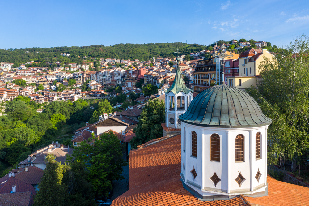 After the Ottomans took Tarnovo, in 1393, they settled over the ruins of Tsarevets Hill. Bulgarians had to move house to the steep hill nearby. In the 19th century they erected some beautiful churches, such as Ss Constantine and Helena, built in 1872 by famed master builder Kolyu Ficheto